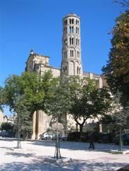 Uzès: Die heutige Pfarrkirche und ehemalige Kathedrale Saint-Théodorit mit dem Kathedralturm 'Tour Fenestrelle'