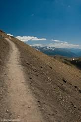 Weg in den Himmel hinauf zum Cime de la Bonette auf über 2800 Meter Höhe