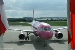 WizzAir Flugzeug am Flughafen von Danzig