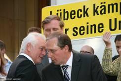 Wolfgang Kubicki (FDP) spricht mit Jost de Jager (CDU)